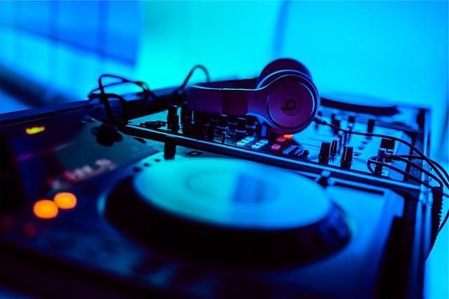 Prestataire événementiel animateur / DJ